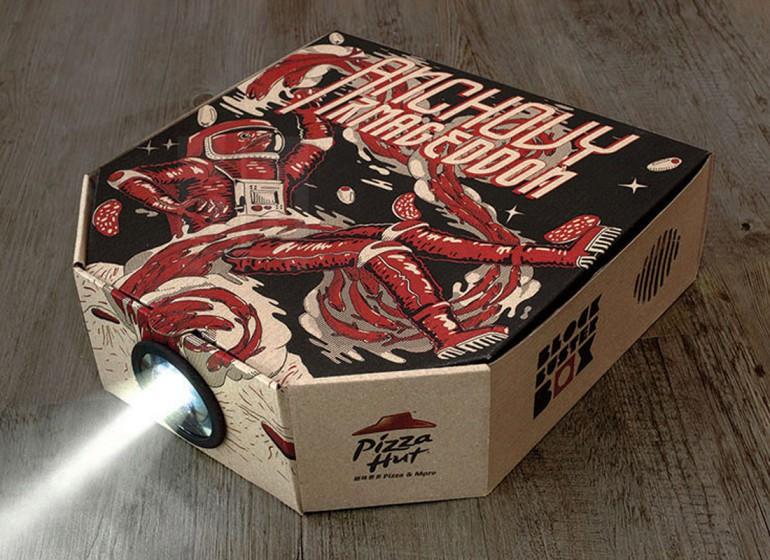 Blockbuster Box: il packaging smart di Pizza Hut che diventa proiettore