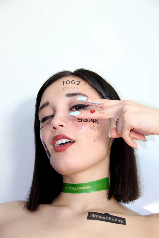 Face Post: gli account social formato temporary tattoo