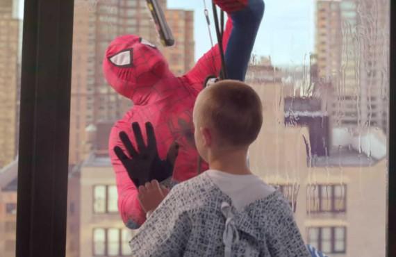Philips ingaggia Spiderman e porta il sorriso ai piccoli pazienti