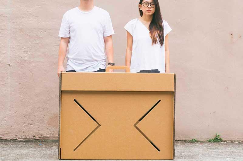 Table-Case: il tavolo in cartone che diventa una valigia