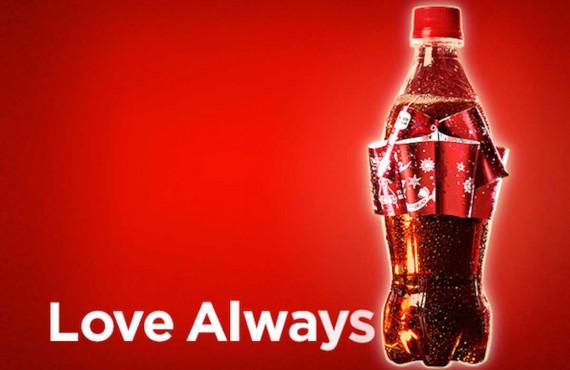 Coca Cola: nel packaging natalizio l'etichetta diventa un fiocco